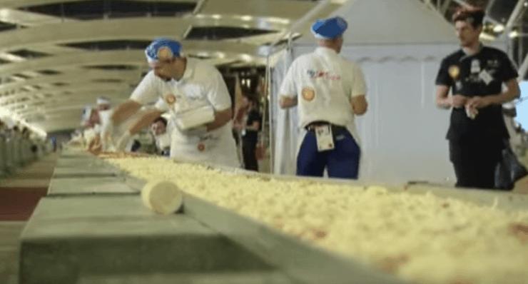 הפיצה הכי ארוכה בעולם