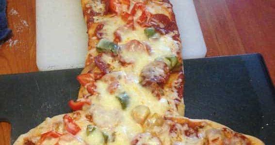 פיצה בצורת איבר מין