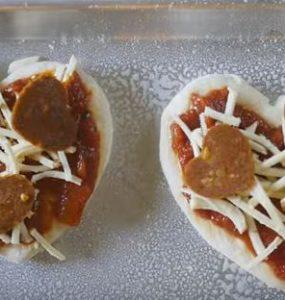 פיצה טבעונית בצורת לב