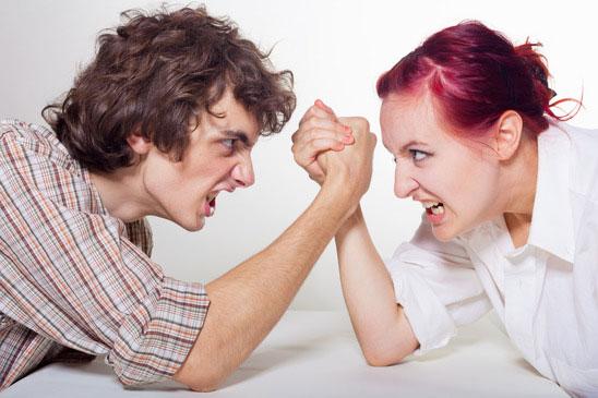 זוג עושה הורדות ידיים