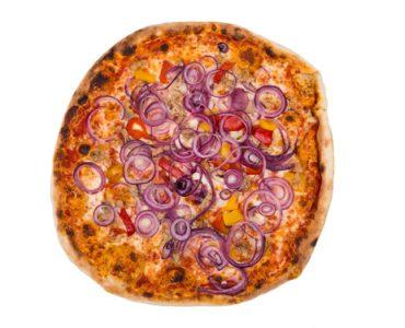 פיצה עם בצל סגול